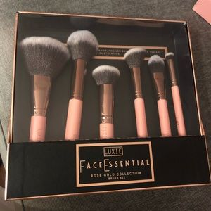 Luxie 6 piece rose gold face essential brush set